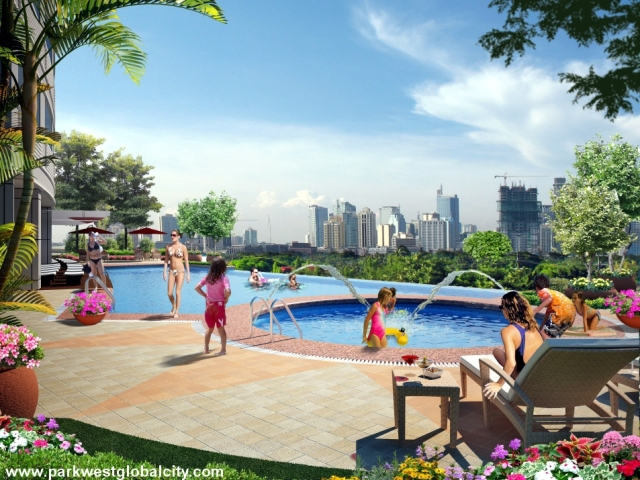 Park West at Grand Hyatt includes an infinity pool where you can enjoy the enless Philippine summer